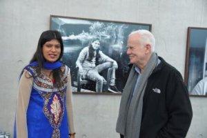 Fotograf Jim Rakete und Teilnehmerin Aananthabairavy Pooventhiranathan