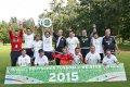 Fu�ballspieler der Recklingh�user Werkst�tten stehen hinter dem Siegerpanel