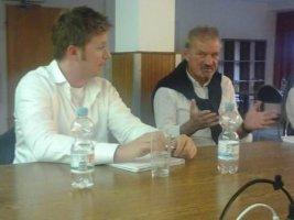 Konstantin Fischer, BAG WfbM-Rechtsreferent, und Karl Finke, BSK-Vorstandsmitglied, im Austausch
