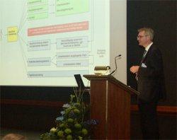 Dr. Mozet referiert auf der Delegiertenversammlung in Leipzig