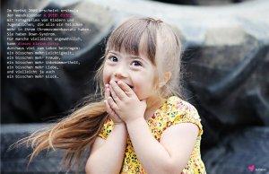 Foto eines lachenden Kleinkinds