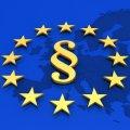Illustration: Paragrafenzeichen auf europäischer Flagge