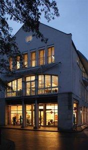 Das Fairkauf-Haus bei Nacht