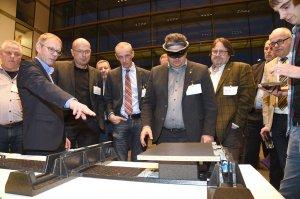Die intelligente Brille des Adamaas-Systems konnten die Teilnehmenden direkt ausprobieren.